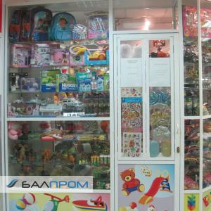 Витрины для магазина игрушек