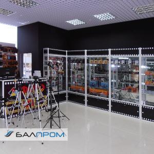 Витрины для магазина фототоваров